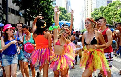 Qual relação das marcas e as marchinhas de carnaval?